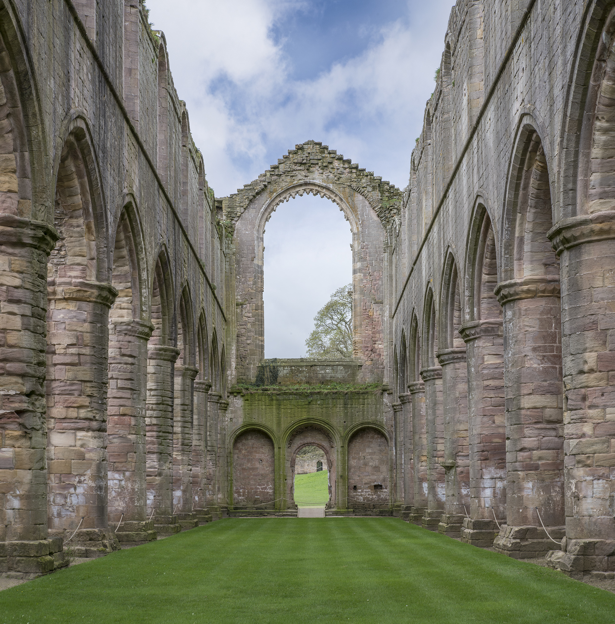 Fountains Abbey nave2.jpg